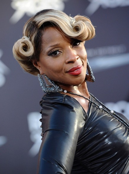Mary J. Blige Rocking Vintage Roll Updo Hairstyle – The Style News ...