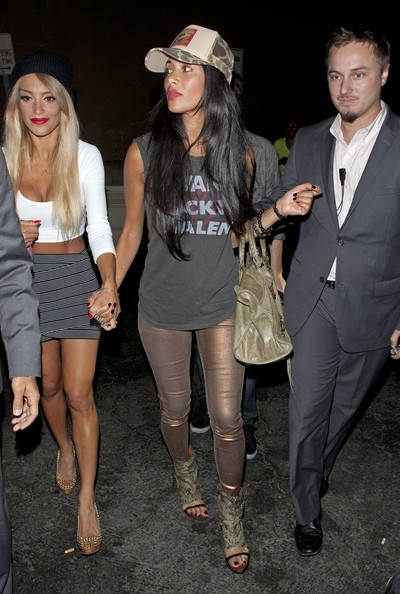 Chic Or Weak – Nicole Scherzinger In Bronze Leggings