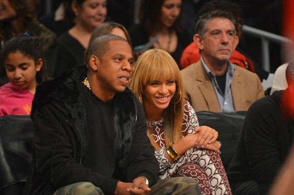 Beyonce Goes Back To Blunt Bang Hair Trend