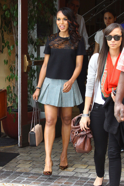Kerry Washington Flaunts Bronzy Highlights In Her Hair 2