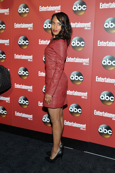 Kerry Washington Flaunts Bronzy Highlights In Her Hair 4
