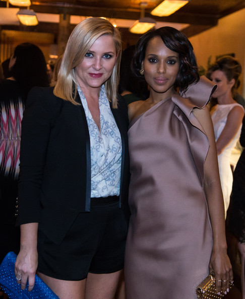 Kerry Washington Flaunts Bronzy Highlights In Her Hair 5