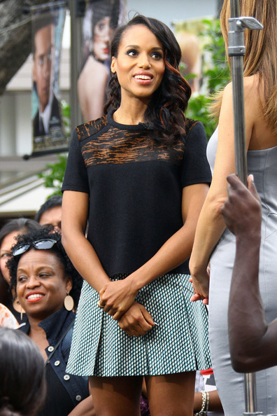 Kerry Washington Flaunts Bronzy Highlights In Her Hair