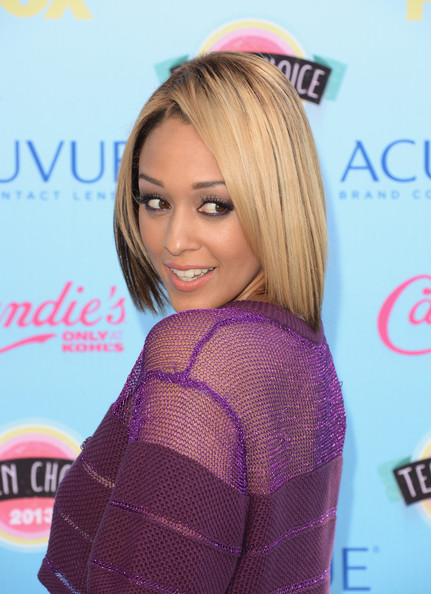 Outstanding Tia Mowry Turns Her Blonde Hair Into A Bob Haircut The Style Short Hairstyles Gunalazisus