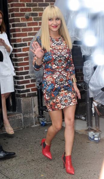 Hayden Panettiere Vs. Nicki Minaj In Alexander McQueen Long-Sleeve Stained Glass Jersey Dress 2