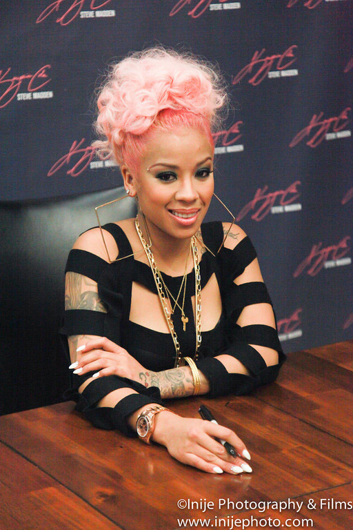 Keyshia Cole Shows Off New Light Pink Hair Color