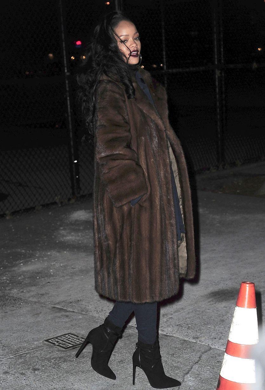 Rhiana Rocks Galmmed Out Fur Coat 2