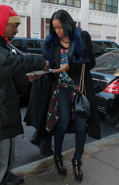 Kelly Rowland Flaunts Bob Haircut With Pop Of Blue Highlights 3