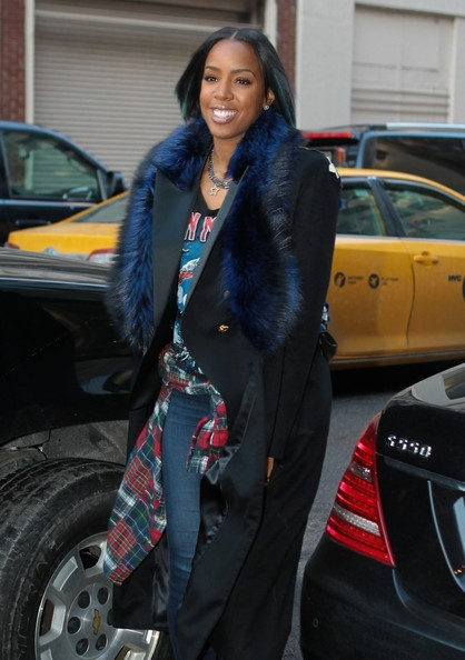 Kelly Rowland Flaunts Bob Haircut With Pop Of Blue Highlights 4