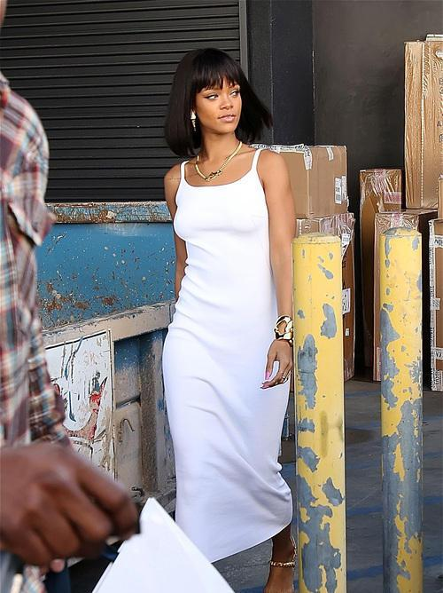 Rihanna's New Chin Length Bob and Blunt Bangs 3