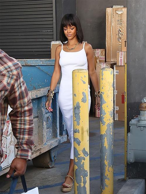 Rihanna's New Chin Length Bob and Blunt Bangs 4