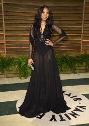 Regina Hall Shows Some Skin and New Highlighted Hair At Vanity Fair Oscar Party 4