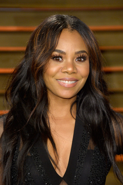 Regina Hall Shows Some Skin and New Highlighted Hair At Vanity Fair Oscar Party