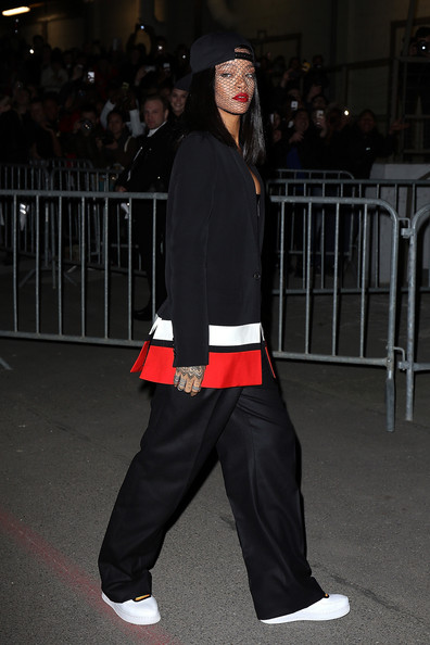 Rihanna Works Paris Fashion Week 4