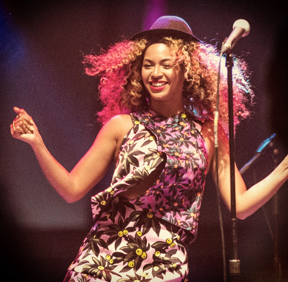 Beyonce's Rocking Curly Hair Again 2