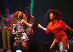 Beyonce's Rocking Curly Hair Again 3