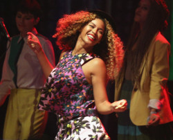 Beyonce's Rocking Curly Hair Again5