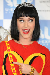 Who Wore It Best Katy Perry Vs. Amber Rose In McDonald's Inspired Moschino Sweater Dress 2