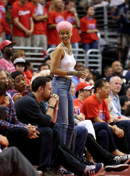 Rihanna Rocks Pink Pixie Wig To Clippers Game 2
