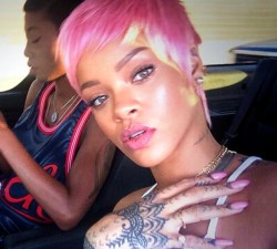Rihanna Rocks Pink Pixie Wig To Clippers Game