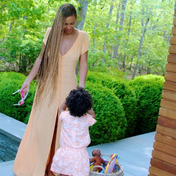 Beyonce Instagrams Knee-Length Box Braid Pics 4