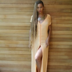 Beyonce Instagrams Knee-Length Box Braid Pics 5