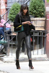 Naomi Campbell keeps herself busy on her phone