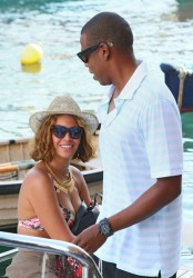 Beyonce is Back To Rocking A Bob! 8