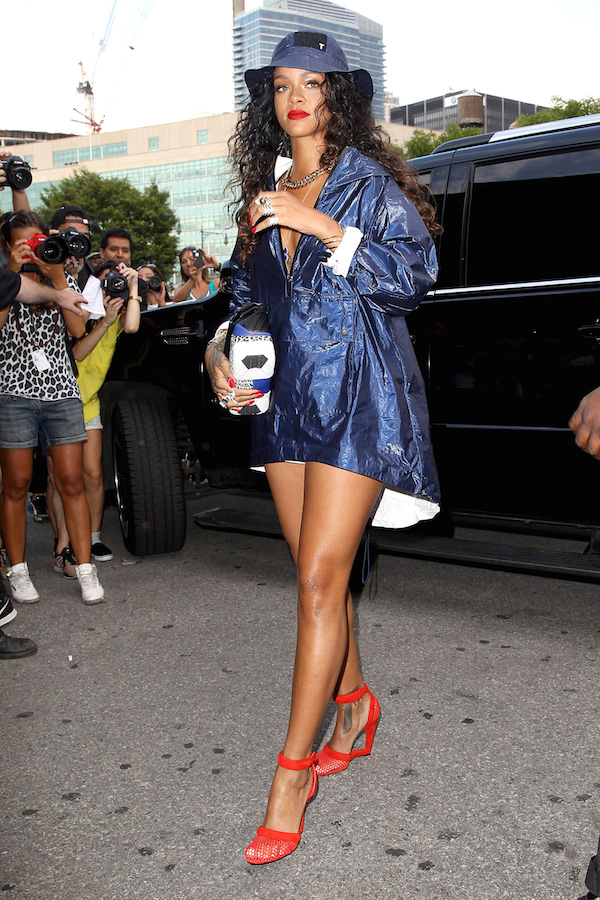 Rihanna Prepares Herself For Rain At The Alexander Wang Fashion Show The Style News Network