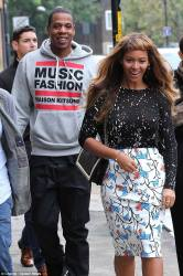 Beyonce Tries Out New Short Bangs Hairstyle 3