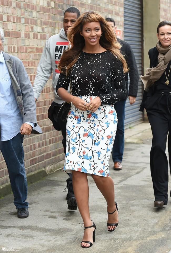 Beyonce Tries Out New Short Bangs Hairstyle