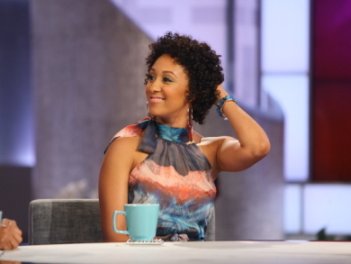Tamera Mowry Shows Off Natural Curls On The Real Talk Show 2
