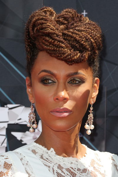 Hairstyles Amp Makeup Trends From The 2015 Bet Awards The