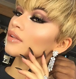 Zendaya Goes Blonde With New Pixie Haircut!
