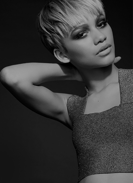 Zendaya Goes Blonde With New Pixie Haircut 3