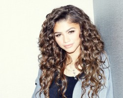 Zendaya Shows Off The Curls In The Coveteur  4