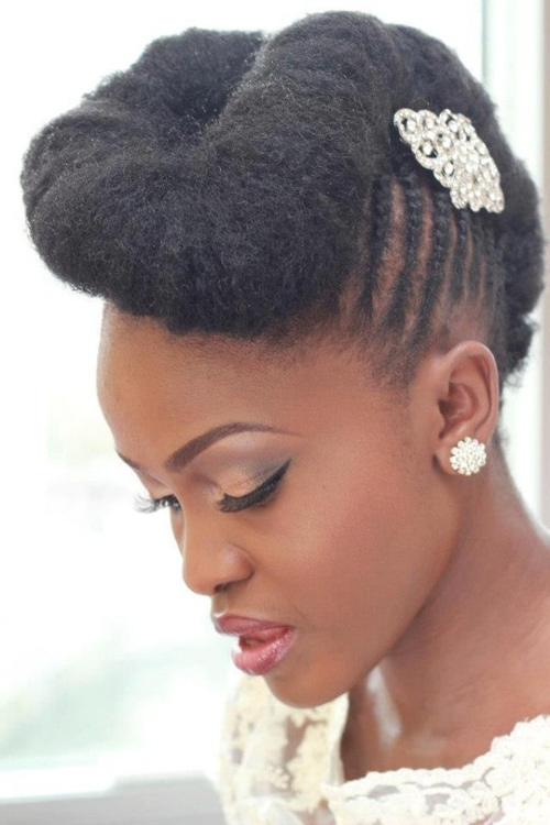 20 Natural Wedding Hairstyles for The Naturally Glam Bride  15