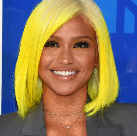 Cassie Rocks Yellow Bob To the 2016 VMA's 2