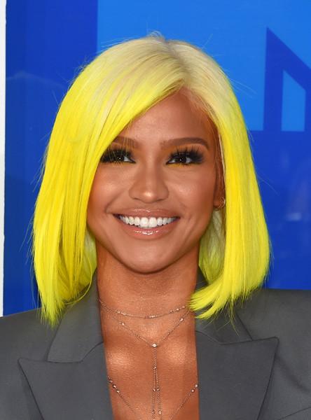 Cassie Rocks Yellow Bob To the 2016 VMA's 2