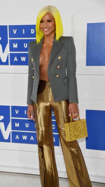 Cassie Rocks Yellow Bob To the 2016 VMA's 3