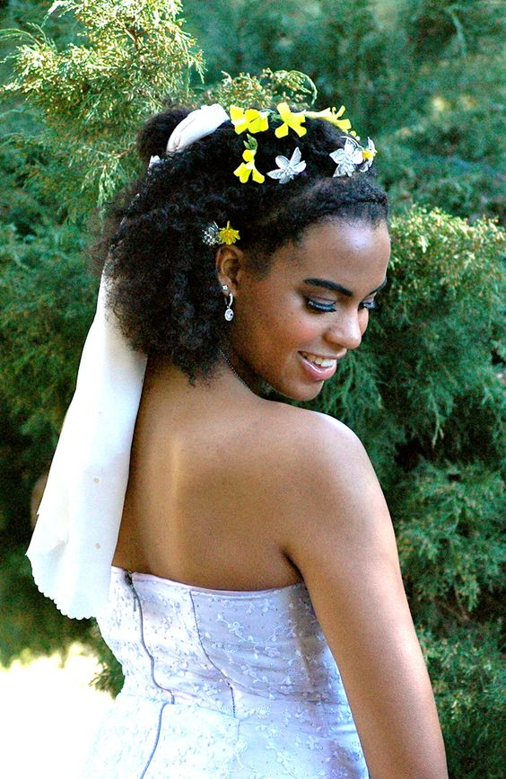 2017-wedding-hairstyles-for-natural-haired-brides-17