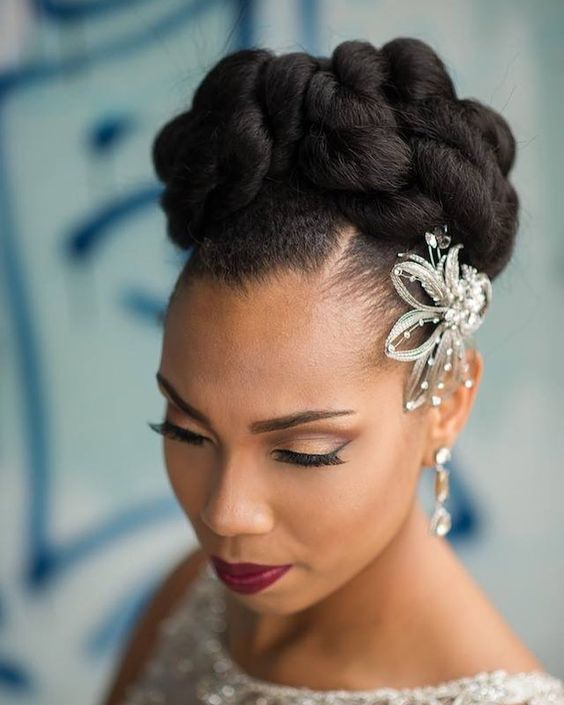 2017-wedding-hairstyles-for-natural-haired-brides-53
