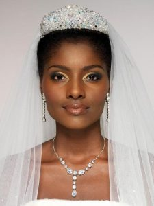 43-black-wedding-hairstyles-for-black-women-crown-veil-225x300