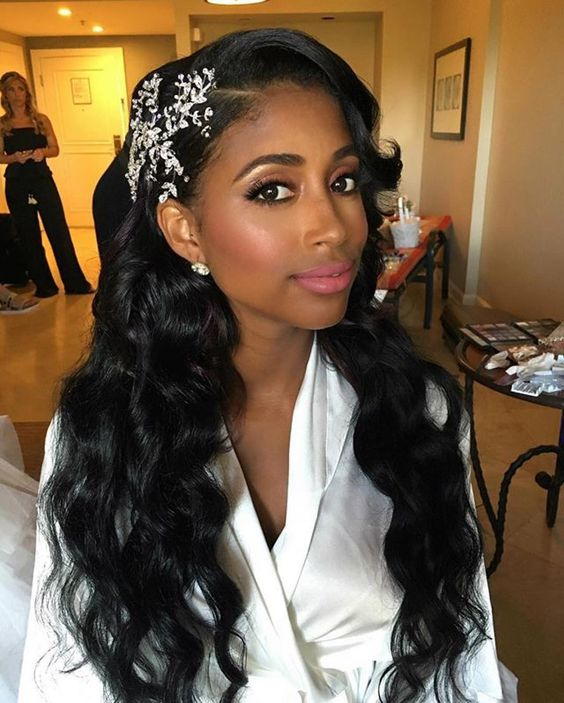 43-black-wedding-hairstyles-for-black-women-loose-waves-snowflake