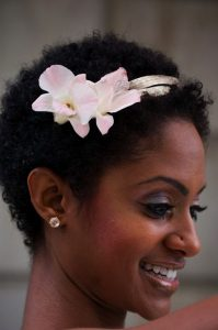 43-black-wedding-hairstyles-for-black-women-very-short-with-flower-199x300